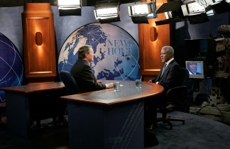 An Interview on News hour at PBS with the former Secretary-General of the UN, Kofi Annan / UN photo