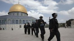 Israeli guards roaming the yards of the Dome of the Rock, a holy place and a dispute zone between Muslims and Jews.